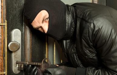 Einbrecher am Werk